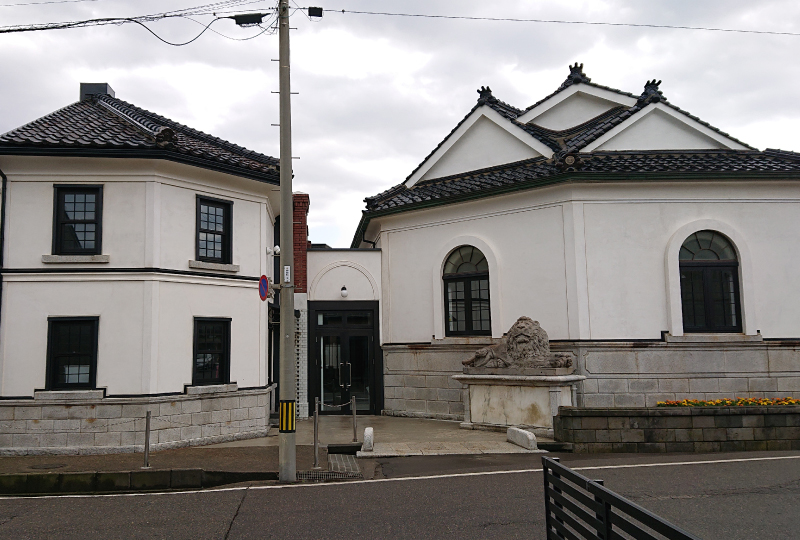 旧直江津銀行(ライオン像のある館)